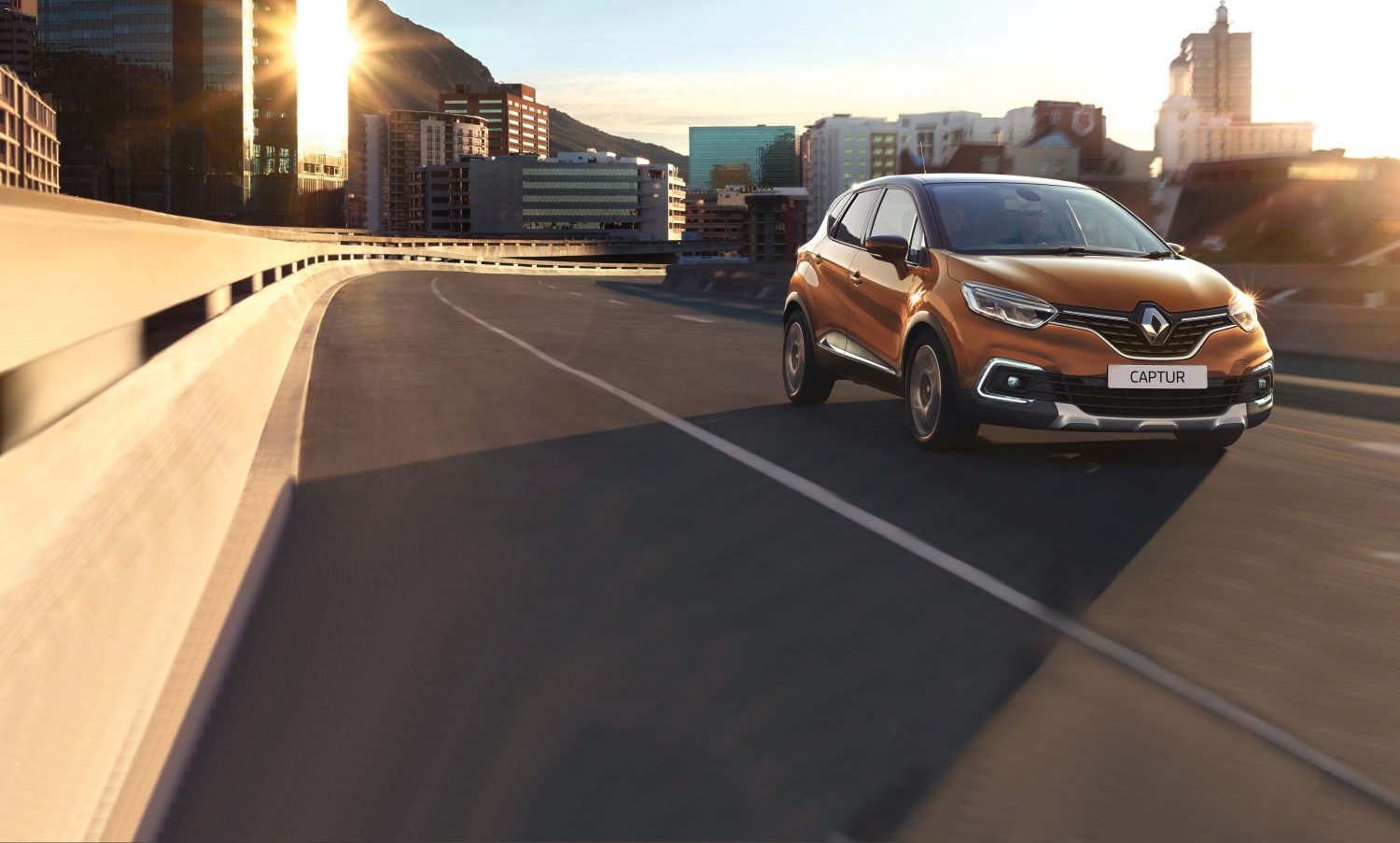 renault-captur-desktop.jpg.ximg.l_full_m.smart.jpg