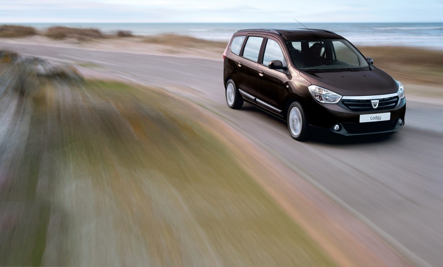 dacia-lodgy-j92-ph1-beauty-shot-desktop.jpg.ximg.l_full_m.smart.jpg